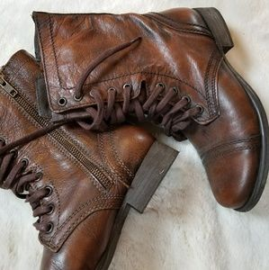 STEVE MADDEN brown leather lace up boots